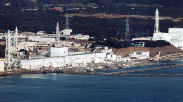 18950-620x-800_fukushima_dai_ichi_plant_ap_110317.jpeg