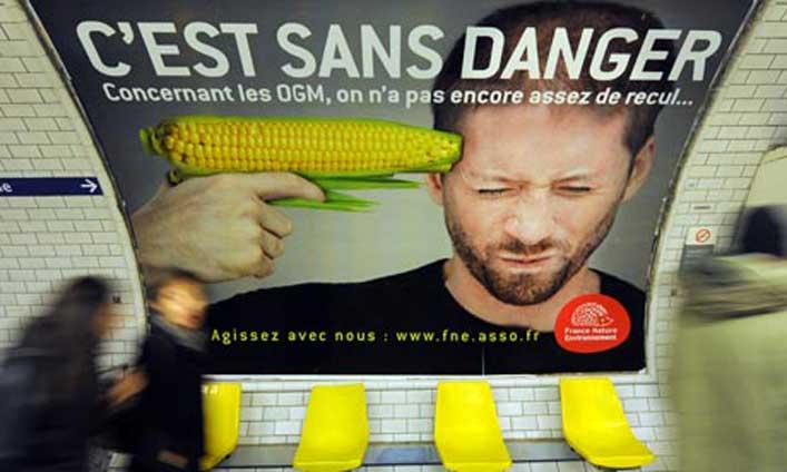 GMO ellenes plakát a párizsi metróban