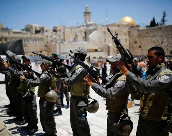 Izraeli határőrség a Siratófalnál
