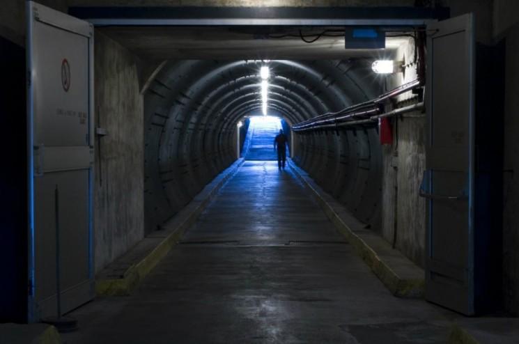 diefenbunker-canadas-cold-war-museum-blast-tunnel-credit-ottawa-tourism-1