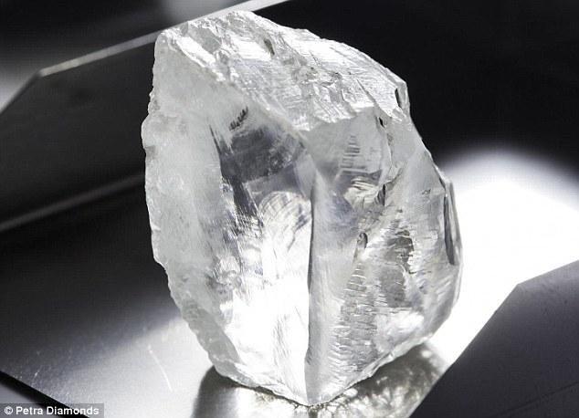 A dél-afrikai Cullinan bányából felszínre került egyik vizet tartalmazó gyémánt