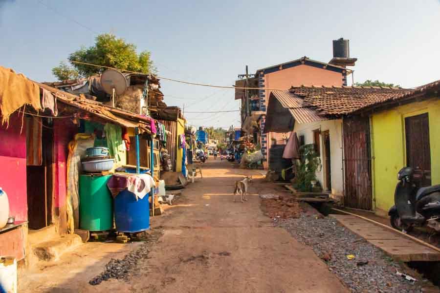 """A környék - Shanti Nagar, vagyis 'békés hely"""". Sajnos csak névben."""